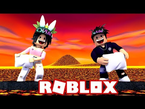 PILLOW FIGHTING OVER LAVA GETS INTENSE [ROBLOX]