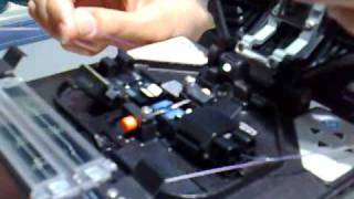 Видео: сварка оптоволокна (оптического волокна)(Сварка оптического волокна (оптоволокна) с помощью автоматического сварочного аппарата Sumitomo Type 39. Видео..., 2009-05-25T11:53:34.000Z)