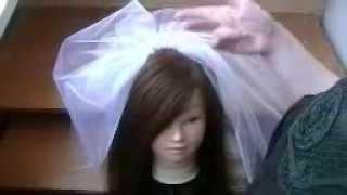 Как прикрепить фату на распущенные волосы