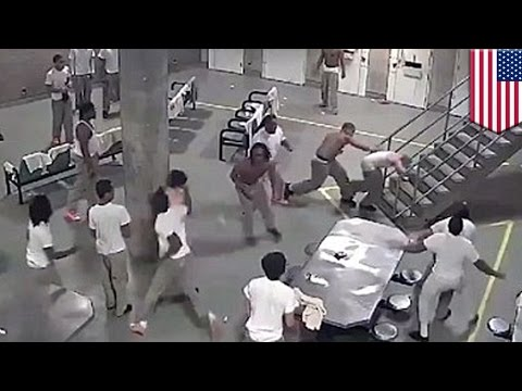 Prison fight: Super-max jail fight sends five inmates to hospital - TomoNews