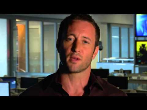 Alex O'Loughlin Invites You to Sunset on the Beach 2013 (HNN)
