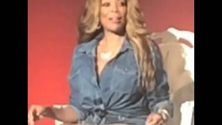Wendy Williams bounces her boobs together with no hands!