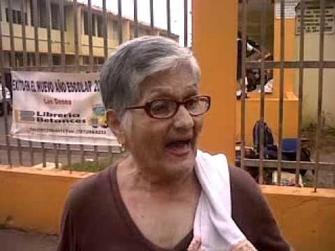 Padres de la Esc Luis M Santiago exigen remoción de directora escolar