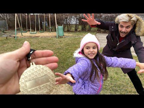 Deniz Ve Babası Madalya Yarışı Yaptı   Yarışları Kazan Altın Madalyayı Kap   Eğlenceli Çocuk Videosu