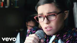 Смотреть клип Phoebe Ryan - Chronic