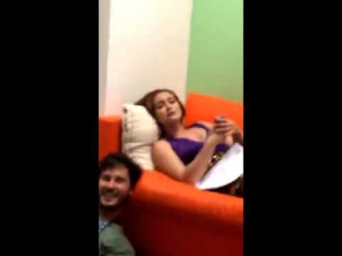 MP - Snapchat - Maria Pinna ganhando massagem nos pés