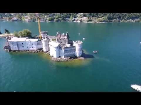 I misteriosi Castelli di Cannero che emergono dalle acque del Lago Maggiore