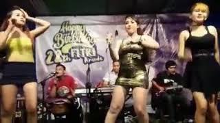 Video Dia   Nia Jovanka feat Yosa and Dela GOYANG Erotis download MP3, 3GP, MP4, WEBM, AVI, FLV Oktober 2017
