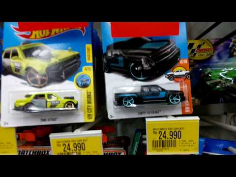 Tooned Red Lamborghini Countach, BMW M4! Hunting Hot Wheels at Giant 28/7/17