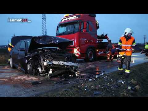 Schwer- und Leichtverletzter bei Frontalkollision in Traun