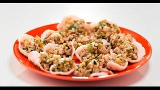 Салат из кальмаров в креветочных чипсах | Кухня по заявкам