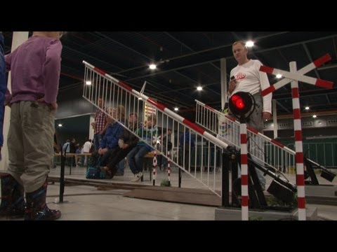 Dutch railroad crossing – model trains for children – Eurospoor 2012