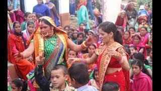 पहाड़ी महिला संगीत में जबरदस्त डांस   Pahadi shadi   mahila sangeet dance