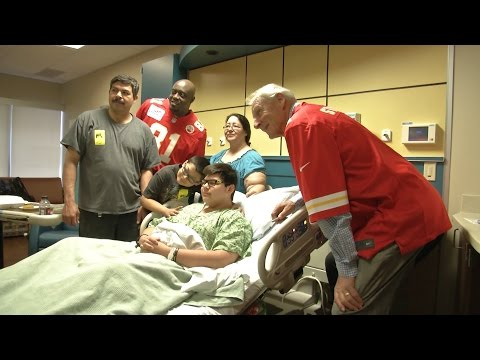 Chiefs Bring Smiles to Patients at KU Hospital