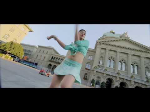 Shruti Hassan hot hip shake and navel show Slow motion