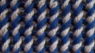 Двухцветная декоративная резинка Вязание спицами Видеоурок 17