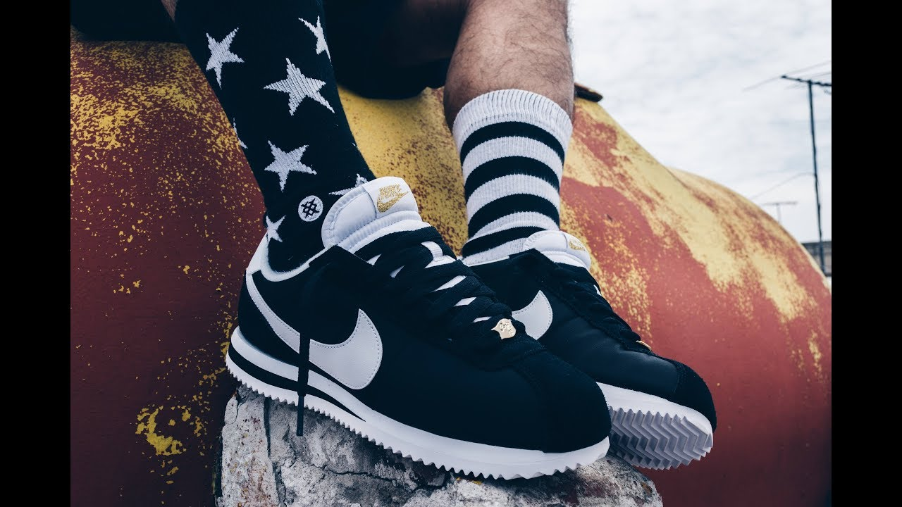 Buscar a tientas eficientemente Fruncir el ceño  Straight Outta Compton - Happy Birthday Nike Cortez - YouTube