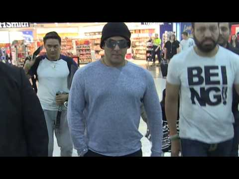Thumbnail: 'SALMAN KHAN's - beautiful moment with little girl @Melbourne Airport' #EXCLUSIVE 24/4/17
