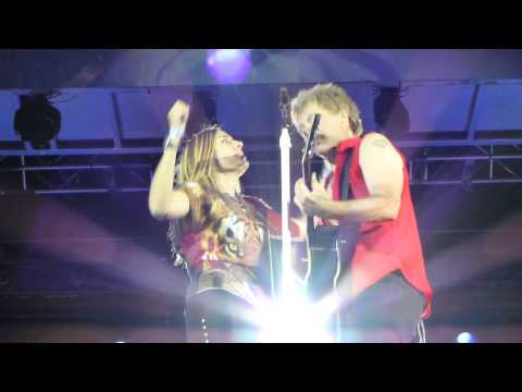 Bon Jovi - Who Says You Can't Go Home - singing with a Fan on stage - Kopenhagen Copenhagen
