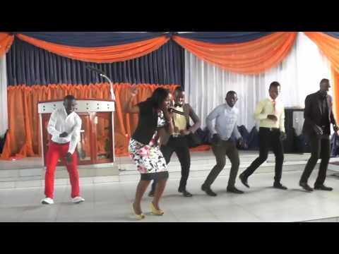 Christina Mbilinyi akiimba kwenye ibada MITO YA BARAKA