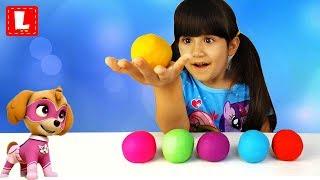 Learn colors with Play Doh. ЩЕНЯЧИЙ ПАТРУЛЬ Новое задание.  Ищем СЮРПРИЗЫ в цветных шарах