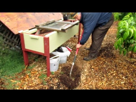 Wood Chip Pathways In The Garden To Suppress Unwanted Weeds U0026 Create Soil |  Onsite Composting