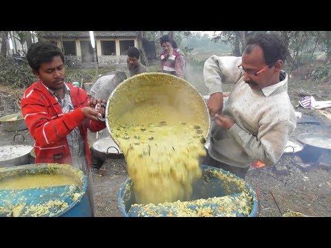 Indian People Eating Khichdi Bhog at Hindu Festival | Street Food Loves You