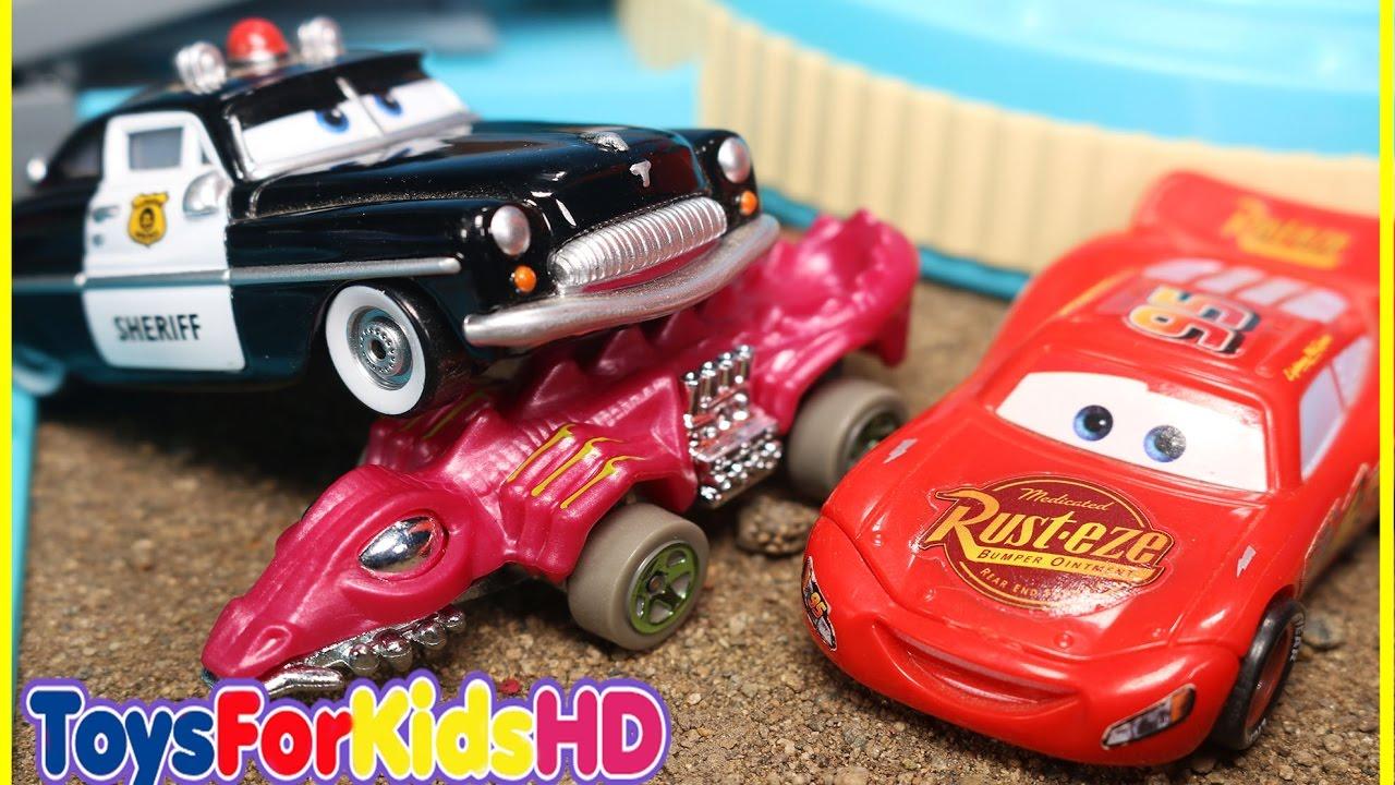 Juguetes de cars rayo mcqueen en la persecuci n del - Cars en juguetes ...