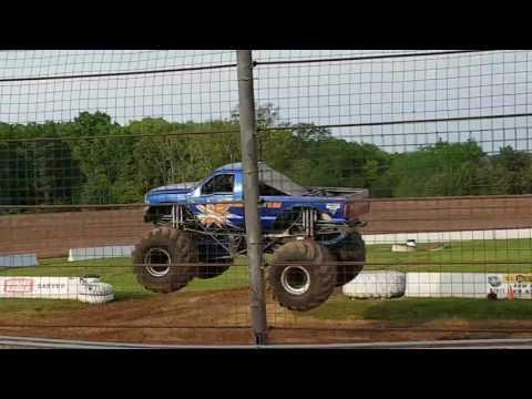 Illuminator Monster Truck freestyle at Lernerville Speedway