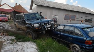 Nissan Patrol vs Opel Astra - Monster Truck LOL