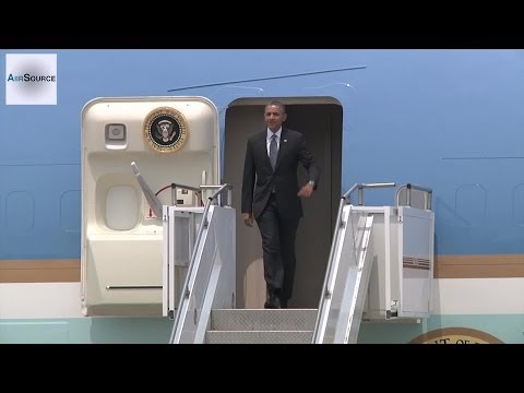President Obama, Air Force One Arrives at Osan, Korea (Apr, 2014)
