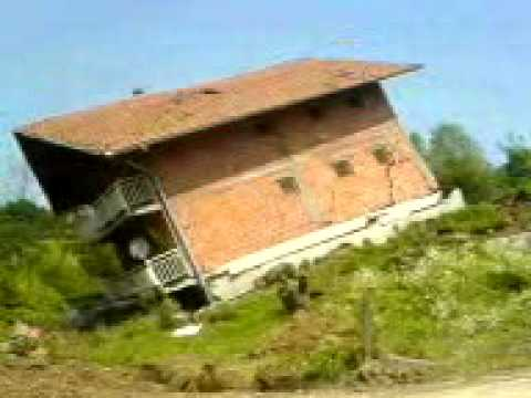 Kliziste u Maglaju (pad kuce) Landslide Fall of the House - YouTube