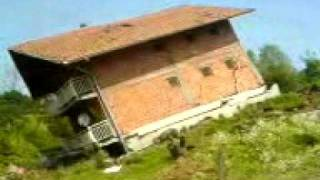 Kliziste u Maglaju (pad kuce) Landslide Fall of the House