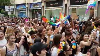 In migliaia sfilano a Caserta per il Gay pride