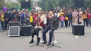 MIN và ERik hóa trang song ca hát Live như nuốt đĩa trên phố đi bộ, BẠN CÓ BỊ LỪA?