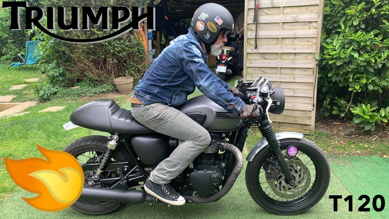 Triumph Bonneville T120 Black fitted with black Dunstall replica mufflers Sound