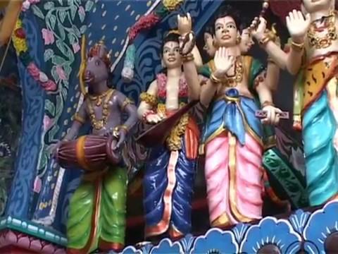 Ritual Pensucian Kuil Shri Mariamman Hindu Keturunan India di Medan