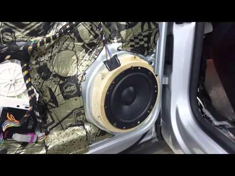 Замена штатной аудиосистемы на Volkswagen Tiguan 2016г