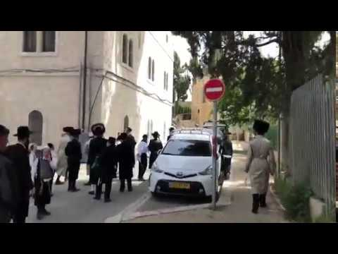 Ultra-Orthodox hurl stones at soldier in Jerusalem, nearly hit baby