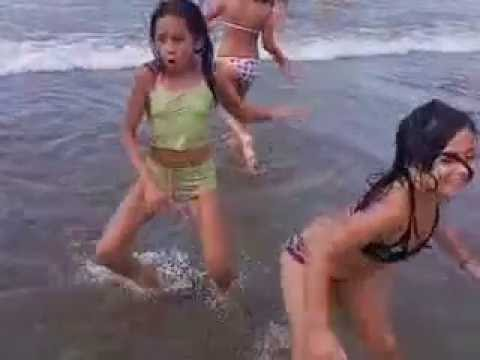 niñas playa
