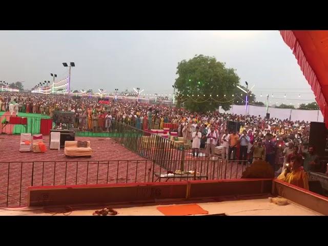 Gurupurnima mohatsav Vishesh maha aarti at prabhu kripa maha shakti Peeth vrindavan 22/7/19 🙏🏻❤🌹