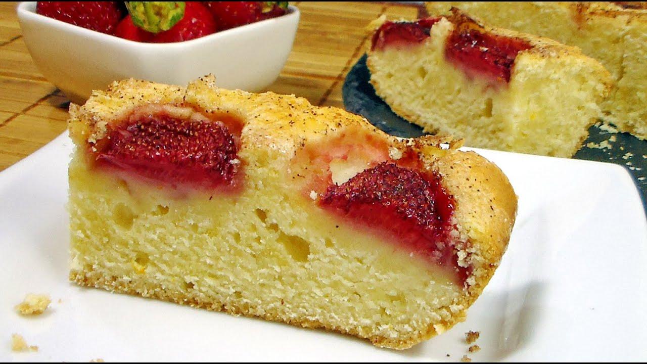 Простой ягодный пирог с клубникой. Летний пирог к чаю