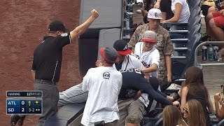Freddie Freeman reaches into stands to make grab