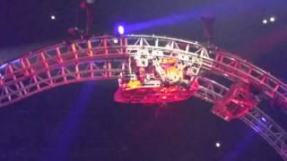 tommy lee cruecifly gets stuck final show