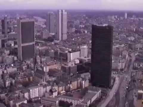 Der Frankfurter Messeturm 1990.