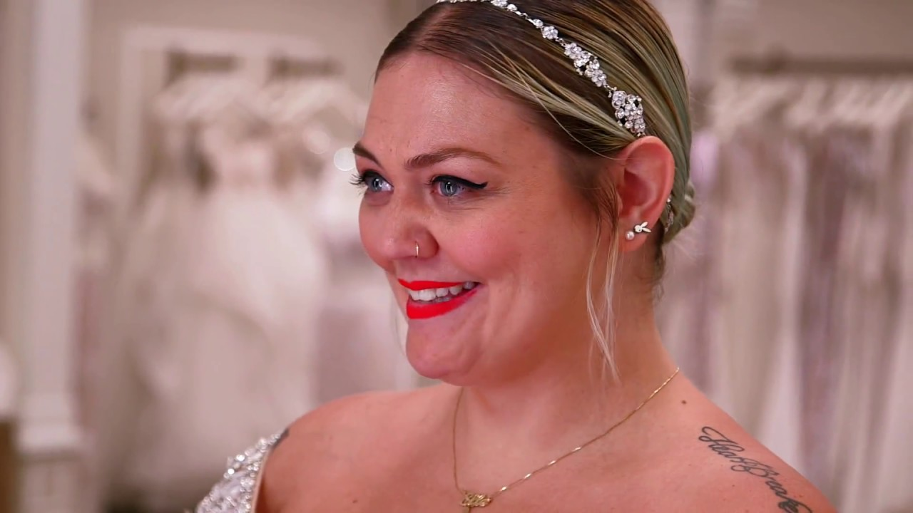 Elle King Says Yes to Her Dress - YouTube