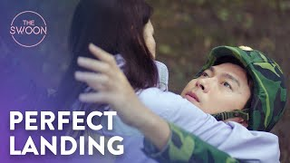 Download Lagu Son Ye-jin crash lands onto Hyun Bin | Crash Landing on You Ep 1 [ENG SUB] mp3