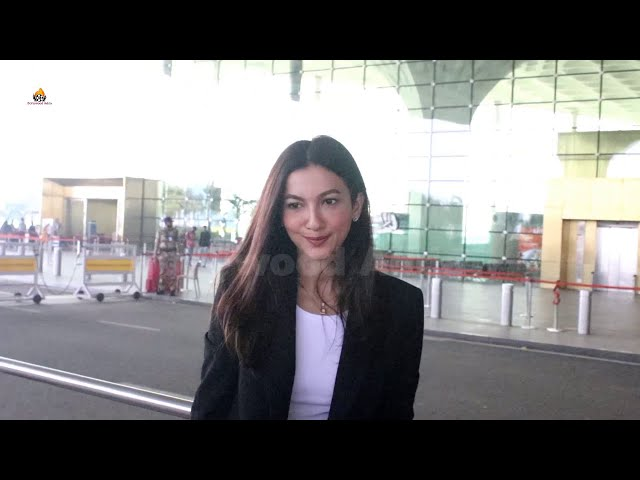 Gauahar Khan Spotted At Airport