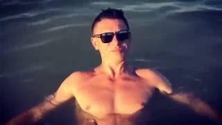 Тимур Батрутдинов голый купается в море