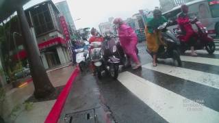 高雄只放半天颱風,結果下班遇...強風、車多、塞車、下雨、車倒、危險(三)